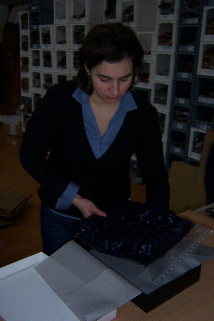 Corina verpackt die ana alcazar Bestellung